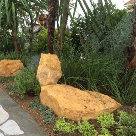 造形的な植栽でデザインされたエキゾチックなリゾートガーデン