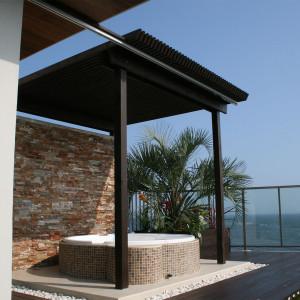 湘南の海を借景にした空中リゾート庭園